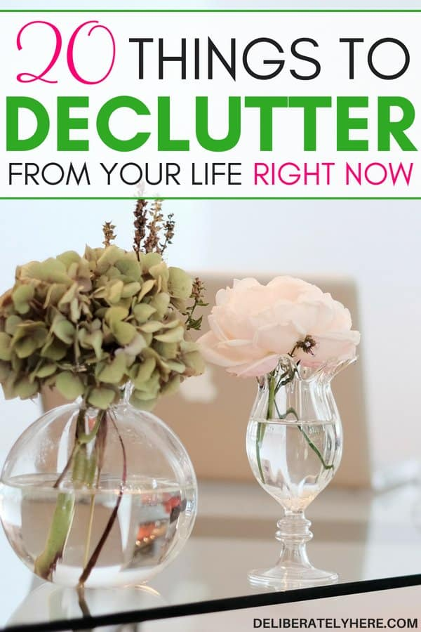 20 things to declutter from your life that will eliminate clutter stress immediately. Eliminate clutter stress and simplify you life. Declutter your life. Declutter your home. I love the concept of decluttering but I never knew where to start!! This post guides you through the steps to take to eliminate waste out of your life and only keep the things that really matter! WOW! I always thought decluttering was complicated - it turns out it's SO easy!