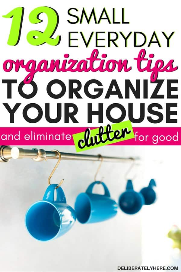 12 small everyday organization tips to organize your house and get rid of clutter fast. The best organization tips for the home. Small organization hacks to do everyday to create a organized house. Home organization tips for the organized mom. Get rid of clutter with these clutter organization tips. Use these clutter solutions to create a clutter free home. Declutter and organize your home today with these smart decluttering ideas.