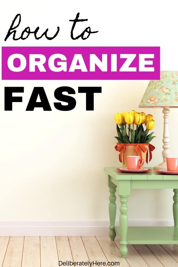 21 steps to organize your house fast. 21 habits of extremely organized people. Everyday organization habits to help you create an organized home. Organize small spaces with these handy organization ideas for the home. Organization for beginners- how to create a simple home. Get rid of clutter with these clutter organization tips. Cleaning hacks to help you find organization hacks. Use these organization ideas for the home today!