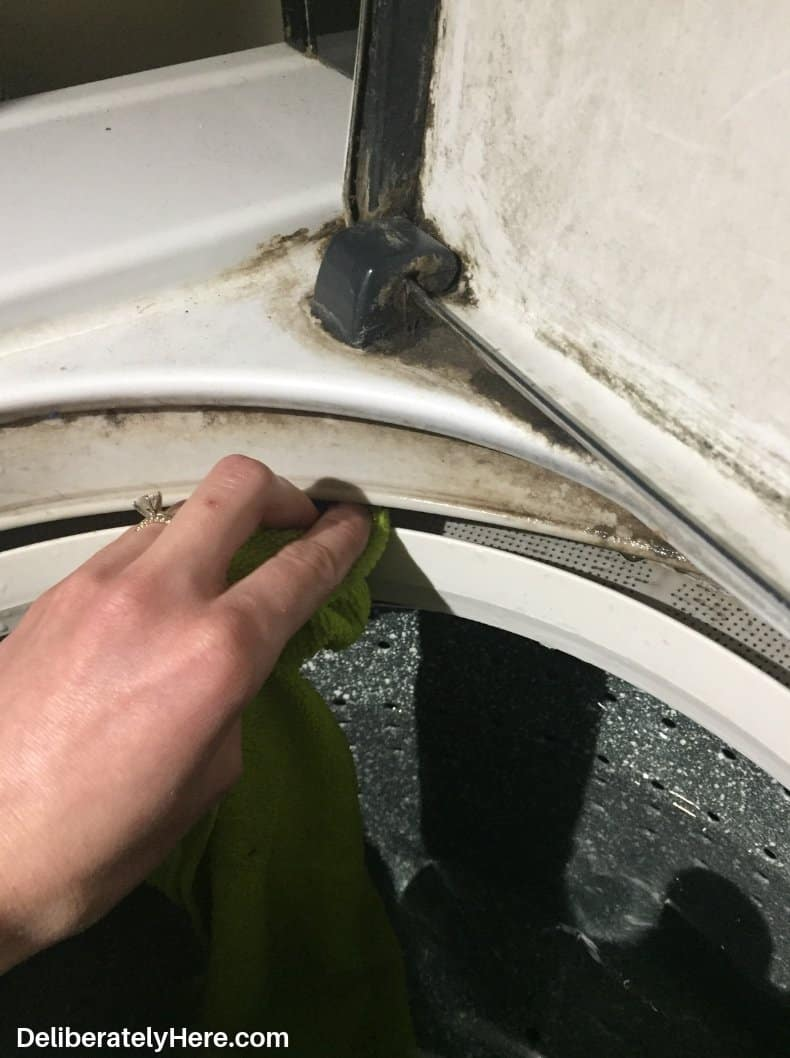 How to clean a top loading washing machine photos. Open the lid to pause the wash and wipe down the exterior