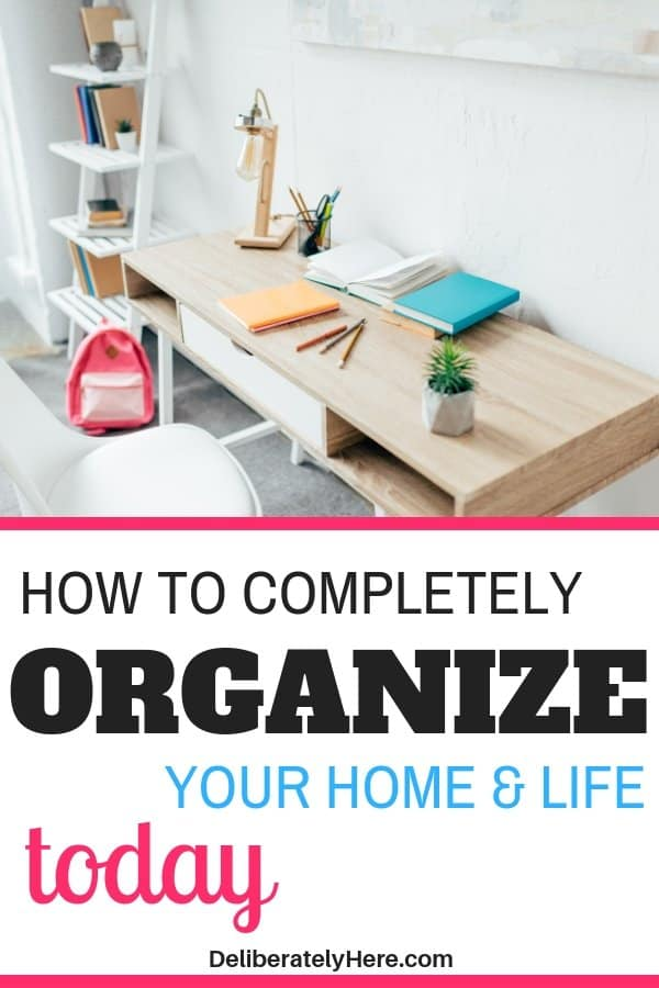 How to completely organize your home and life today. How to get an organized house (and life!) with kids in the house. Organized house ideas to inspire and encourage you to organize your house today. Learn how to organize and declutter your house fast with these easy organization tips. Create a clean, organized house in no time. House organization for busy moms.