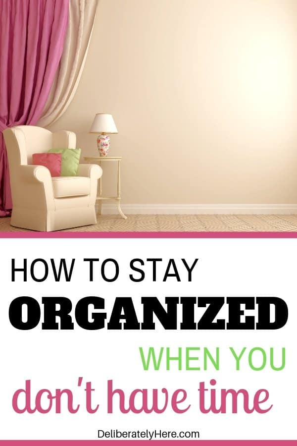 8 Steps to stay organized when your life is a mess. How to keep your life organized when you're busy. How to get organized at home. How to be organized in life. How to be organized at home when you're a mess. How to get organized when your life is a mess. Organization tips for overwhelmed moms. Home organization tips. How to clean and organize your home when you have no time.
