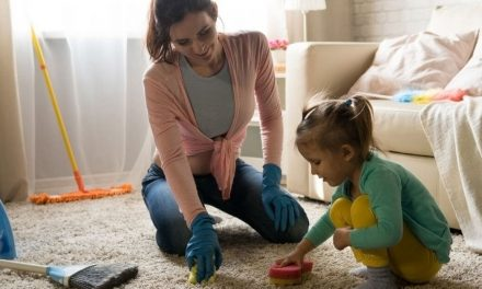 How do Busy Moms Clean Their House Fast? (8 Cleaning Tips)