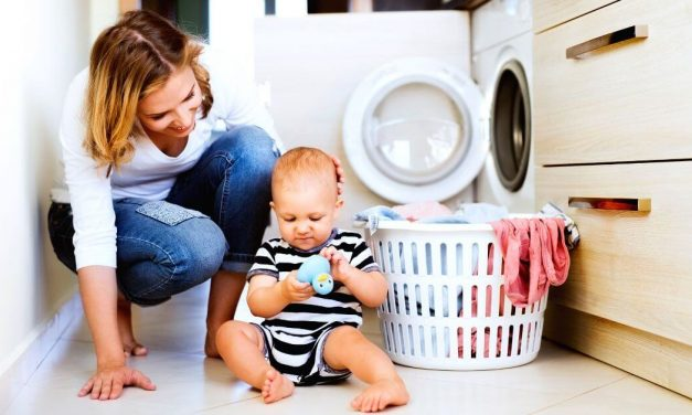 How to Keep The House Clean With a Baby in 12 Simple Steps