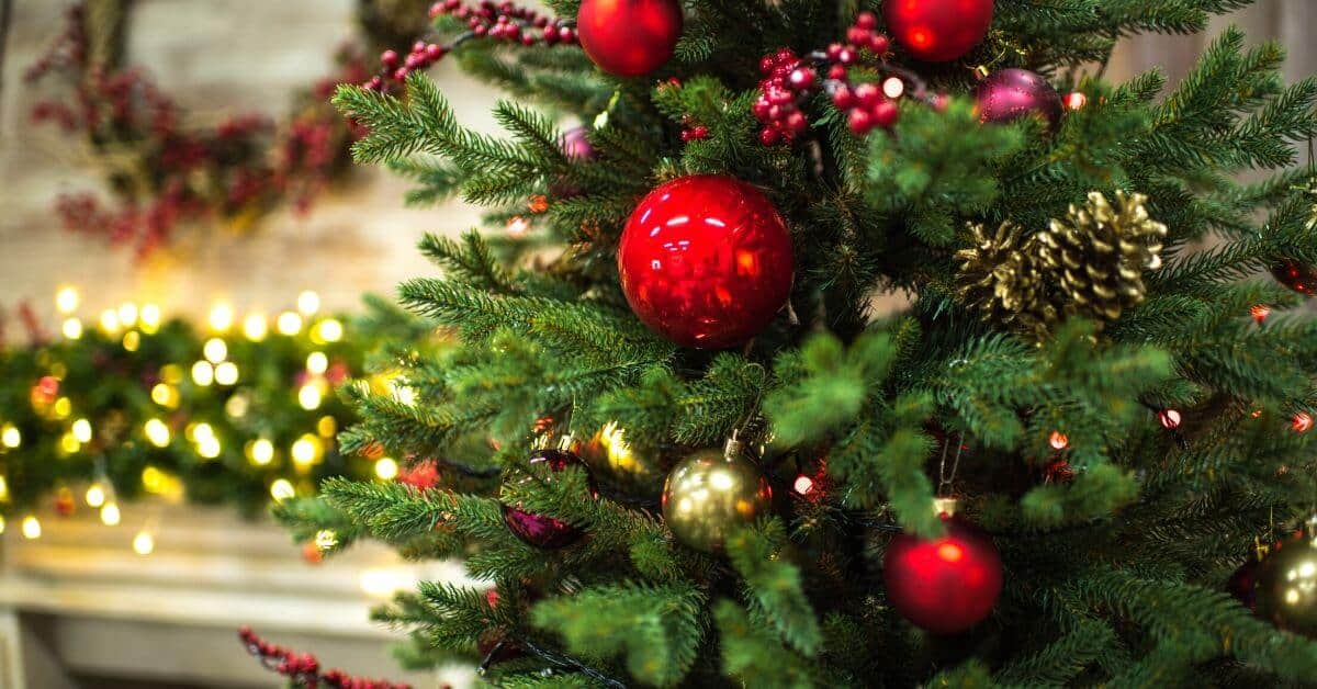 8 Christmas Cleaning Tips To Take Your Home From Hot Mess To Ready For Guests