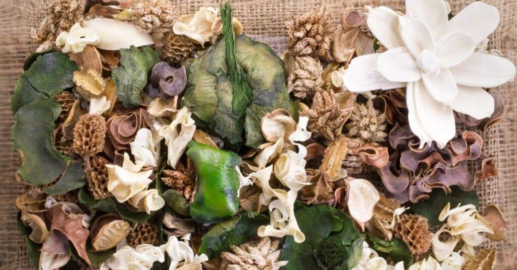how to make your house smell good using potpourri